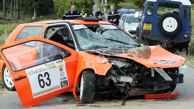 Dead As Race Car Crashes Into Crowd In France Cbs News