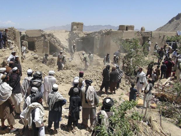 Afghans at scene of apparent air strike