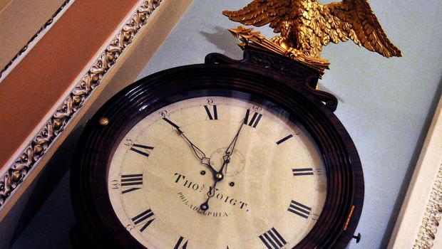 clock_120098145.jpg