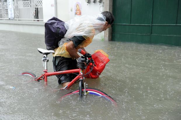 Dams overflow flooding metro Manila