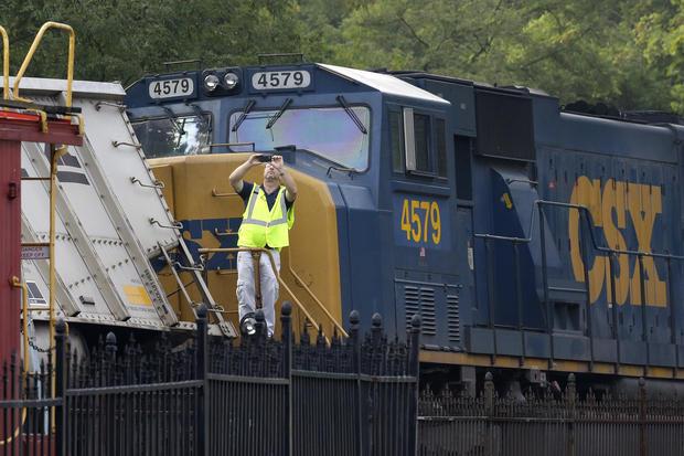 Train derails in Md., kills 2 teens