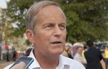 Akin defies calls to quit Senate race over rape remark