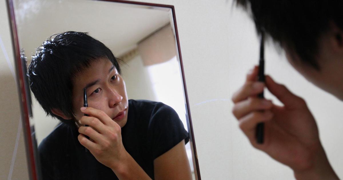 Makeup Grows In Popularity Among Men In South Korea Cbs News