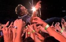 Bruce Springsteen crowd surfs at 62