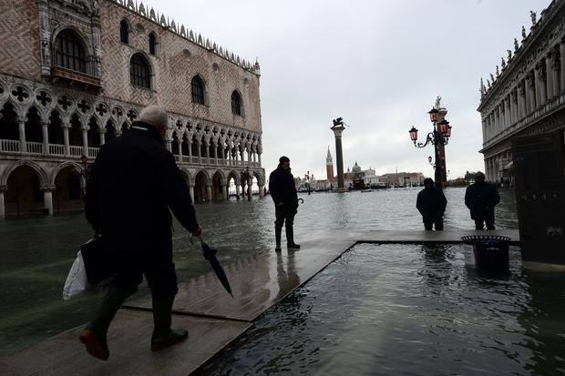 Venice under water - Photo 1 - Pictures - CBS News