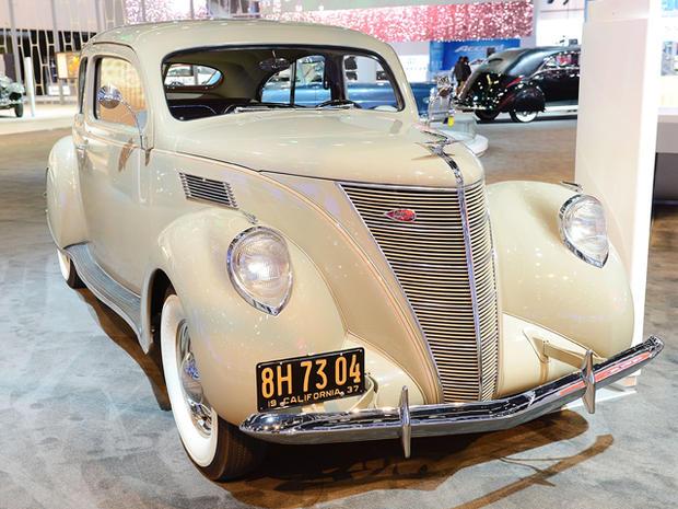 1937-Lincoln-Zephyr-Coupe-Sedan.jpg