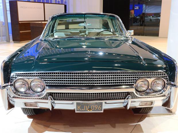1961-Lincoln-Continental.jpg