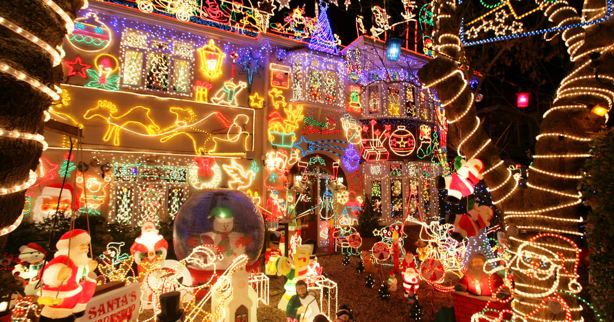 stunning christmas lights photo 4 pictures cbs news - Thoroughbred Christmas Lights