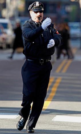 Dancing cop entertains R.I. drivers
