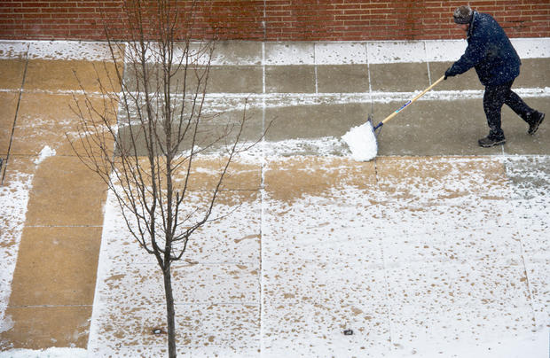 Winter weather smacks U.S.