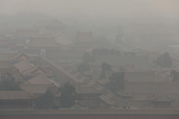 Hazardous smog blights Beijing