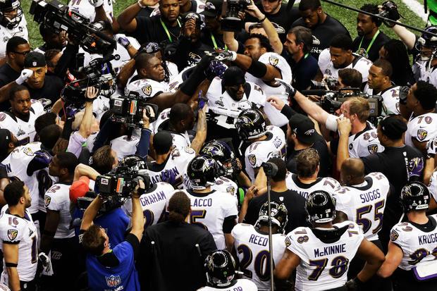 Ravens_pregame_huddle_160613637.jpg