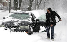 Major snowstorm pounds Midwest