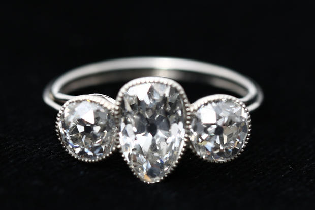 Three_Diamond_Ring.jpg
