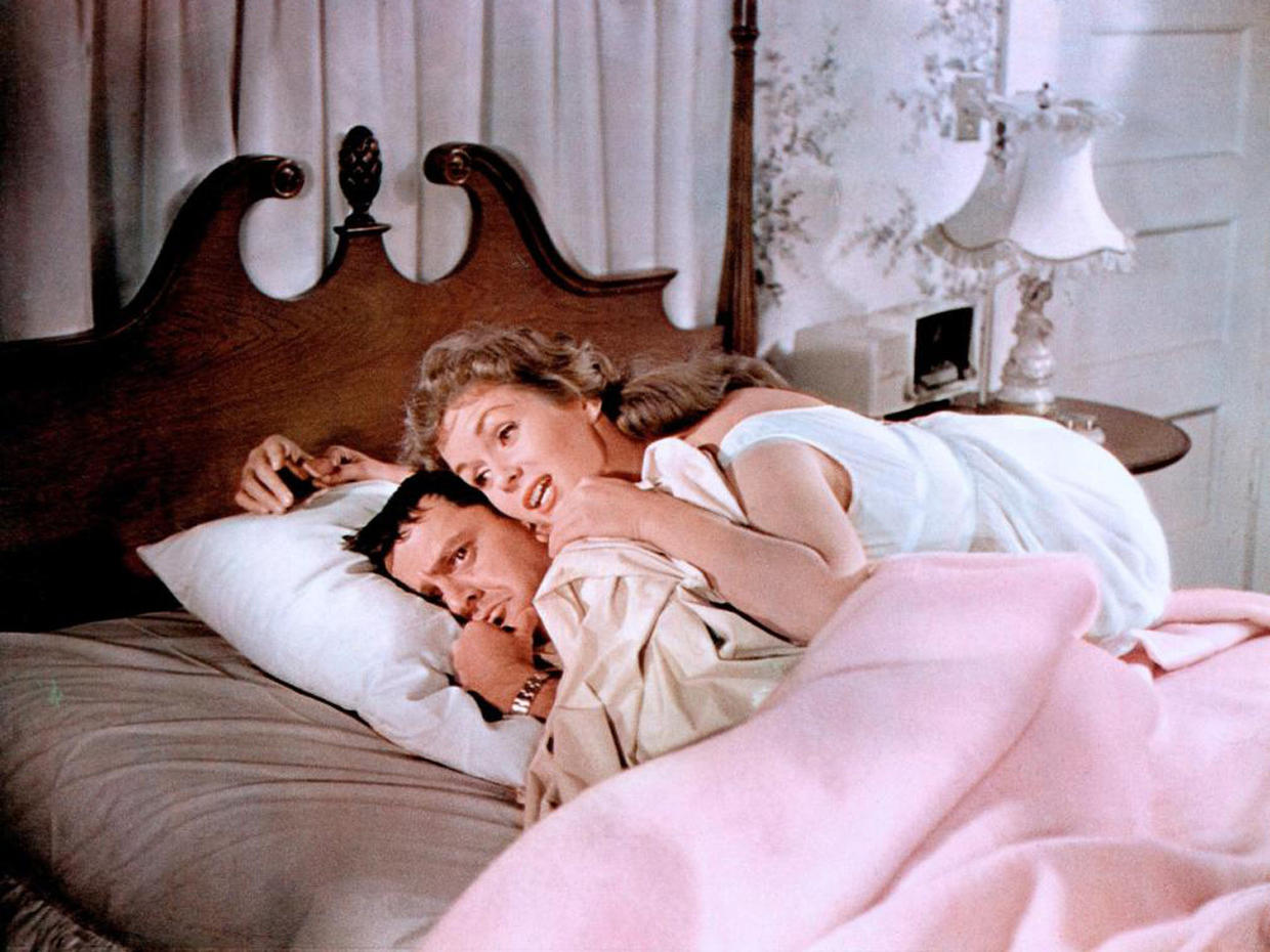 Debbie Reynolds dishes on nude Tony Randall - Video on