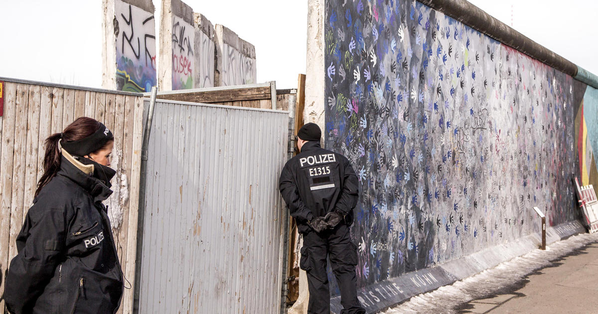 Despite protests, more of the Berlin Wall torn down