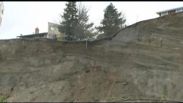Wash. Gov. Inslee tours landslide site