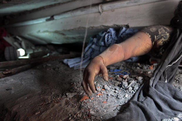 Building collapse kills hundreds in Bangladesh