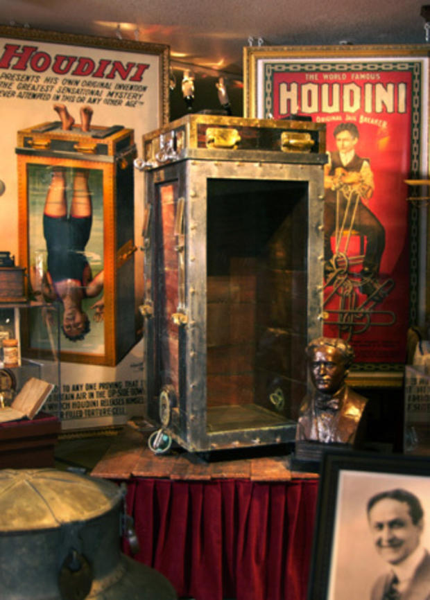 DC_HoudiniPropandPosters.jpg