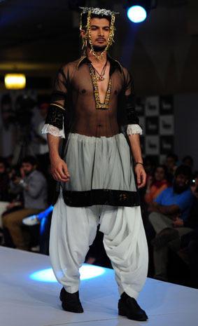 Surprising men's fashions in Pakistan