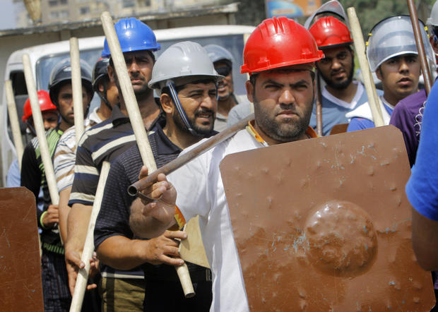 Supporters of Egypt's President Mohammed Morsi train for expected clashes with his opponents