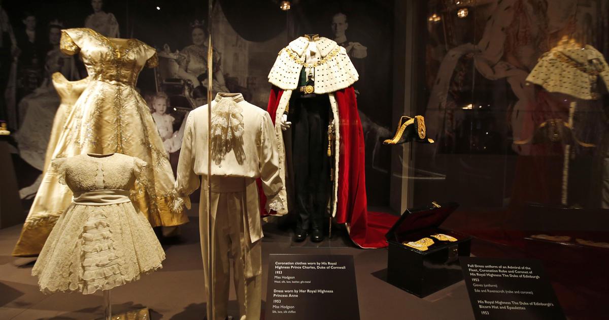 Queen Elizabeth Ii S Coronation Regalia Cbs News
