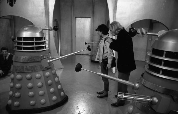 002_dw_cl_0163_daleks-susan-and-first-doctor-in-the-daleks.jpg