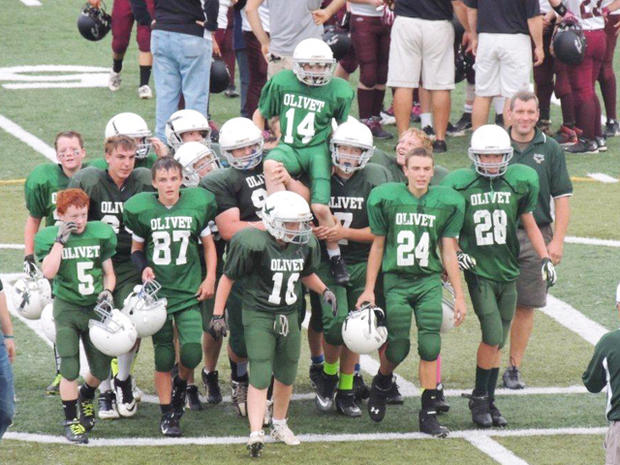 For weeks, the football players at Olivet Middle School in Olivet, Mich., secretly planned a remarkable play.