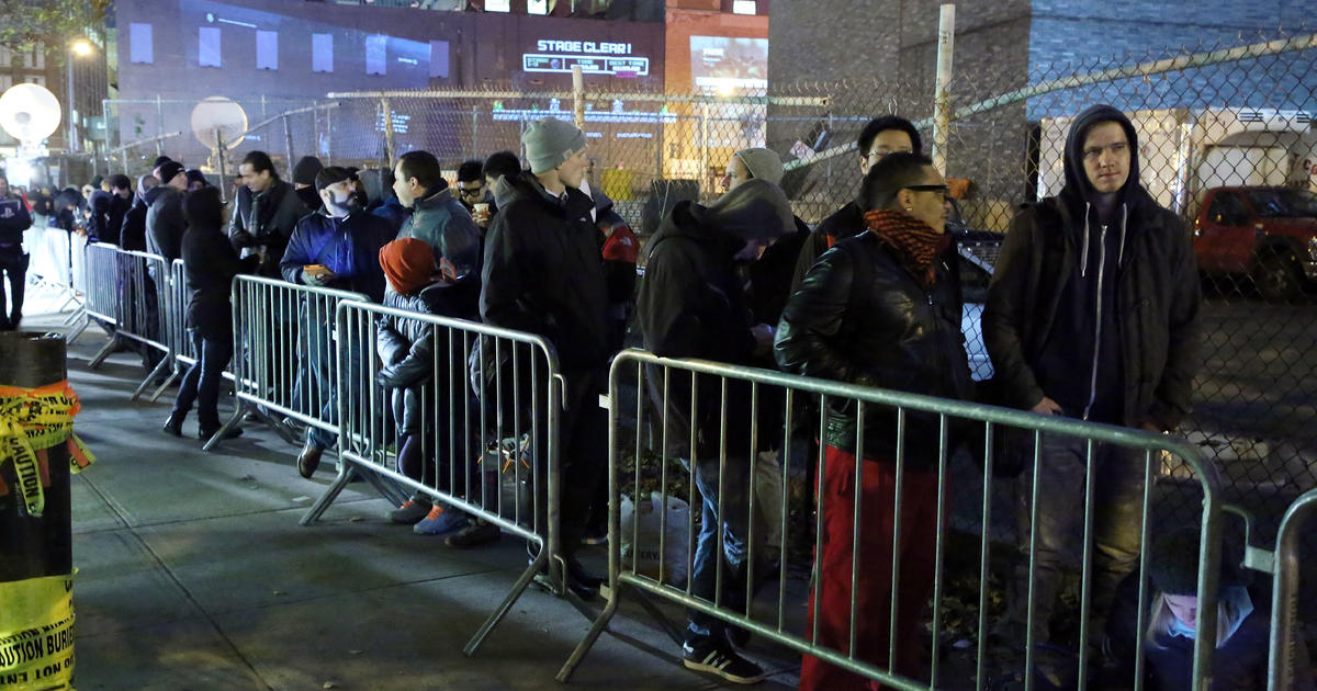 Fans line up for PlayStation 4 launch - CBS News