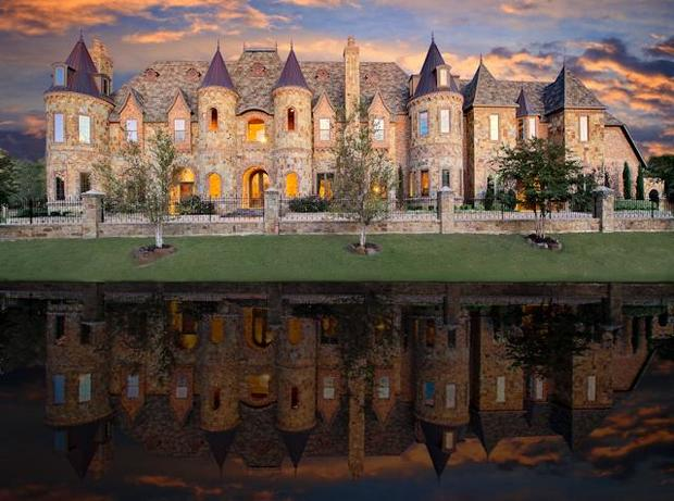 10 castle homes fit for royalty cbs news for Castle home builders