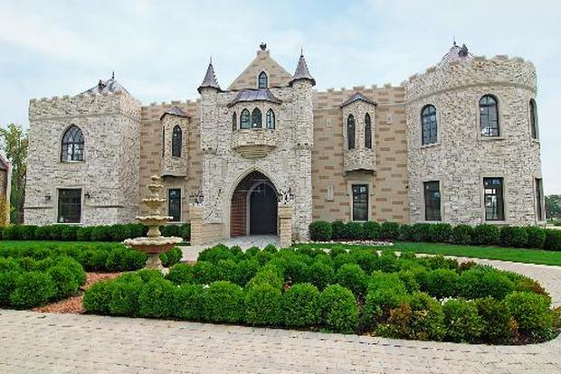 Johnson city tenn 10 castle homes fit for royalty for Castle mansions for sale