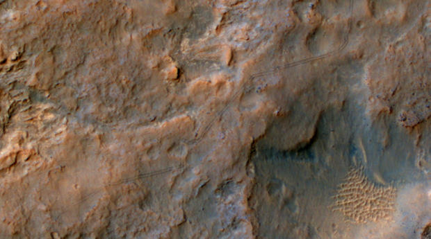 curiosity-mars-rover-tracks-from-space-color.jpg