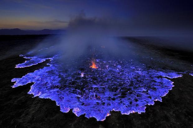 natgeo-blue-flames-grunewald-75879-990x742-cb1390850757.jpg