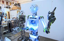 Inventors: Humanoid robots could soon replace store employees