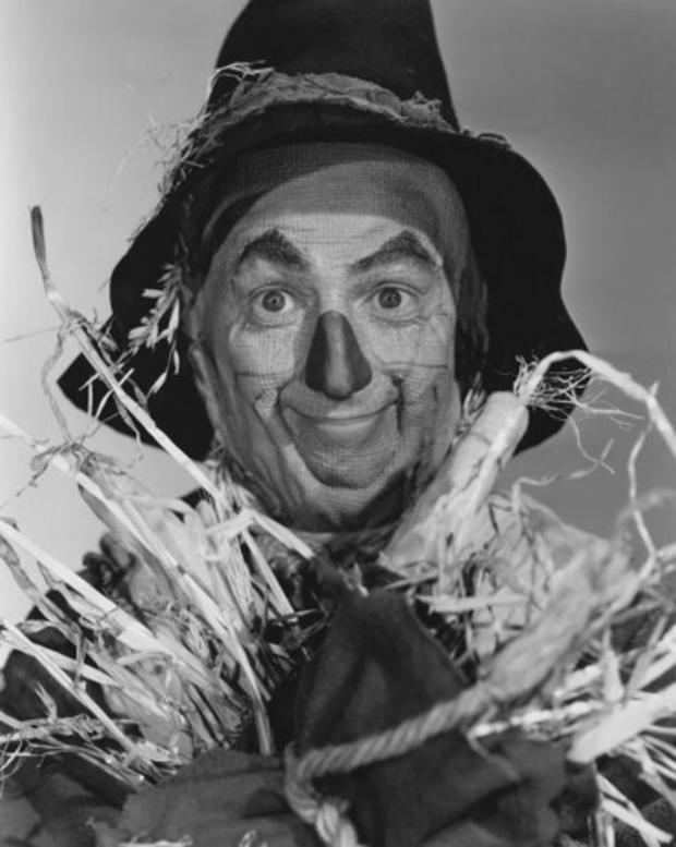 wizard-of-oz-scarecrow-ray-bolger-90256082-8.jpg