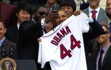 "Big Papi snaps ""selfie"" with Obama"