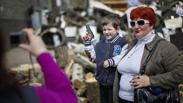ukraine-boy-toy-gun.jpg