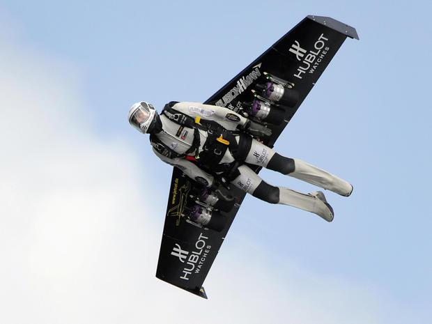 jet-pack-yves-rossy-81079198.jpg