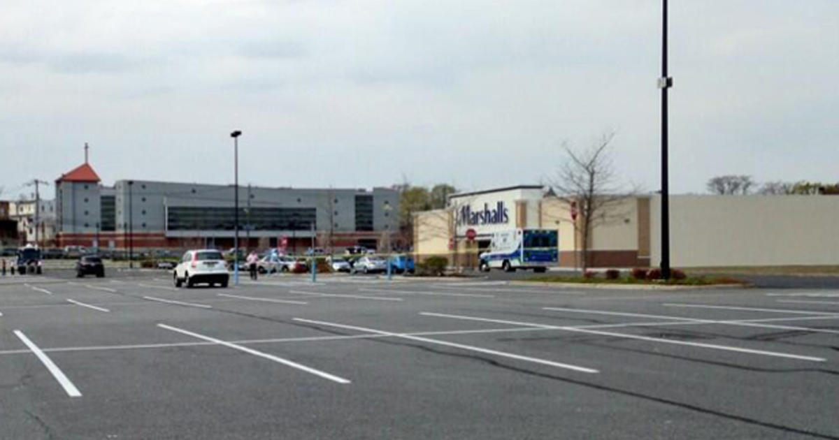 Undercover Officer Shot In Parking Lot At New Jersey Shopping Center Cbs News