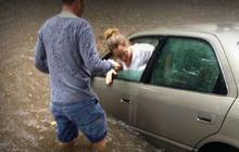 Wind, flooding rain slam southern U.S.