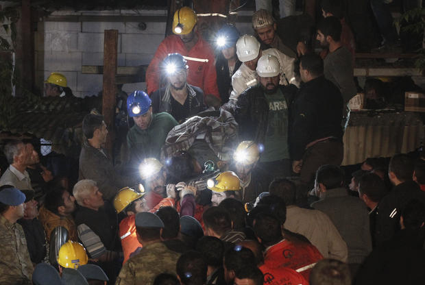 Explosion and fire in a coal mine in western Turkey