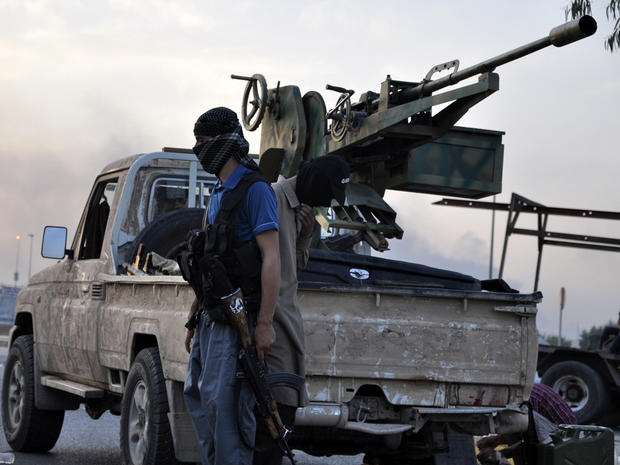 Fighters of the Islamic State of Iraq and Syria stand guard at a checkpoint in the northern Iraq city of Mosul June 11, 2014.
