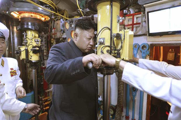 Kim Jong-un inspects submarine