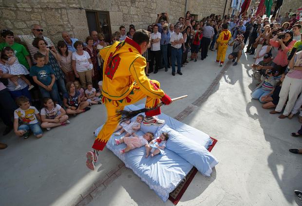 """Spain's """"devil's jump"""" festival"""