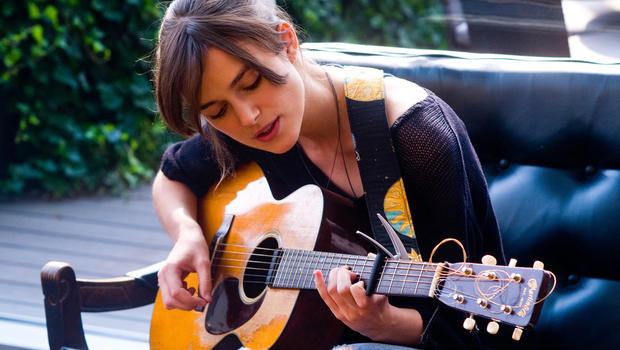 kjeira-knightley-begin-again-guitar.jpg