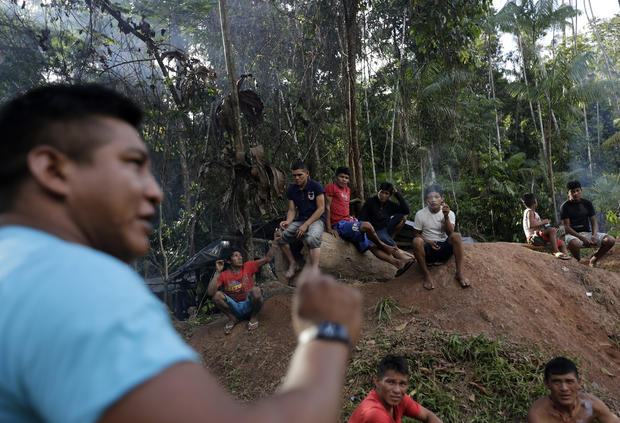 Amazonian tribesmen combat loggers in Brazil