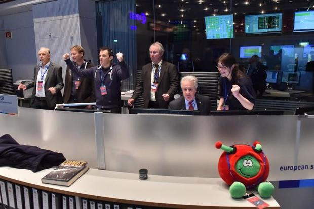 Flight controllers and mission managers react to news from the European Space Agency's Rosetta probe confirming release of the Philae comet lander