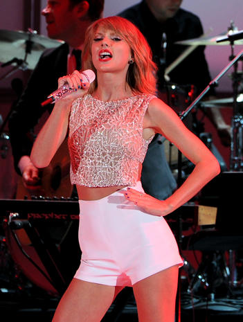 Taylor Swift - Taylor Swift - Pictures - CBS News