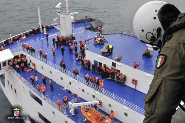Hundreds rescued from Greek ferry