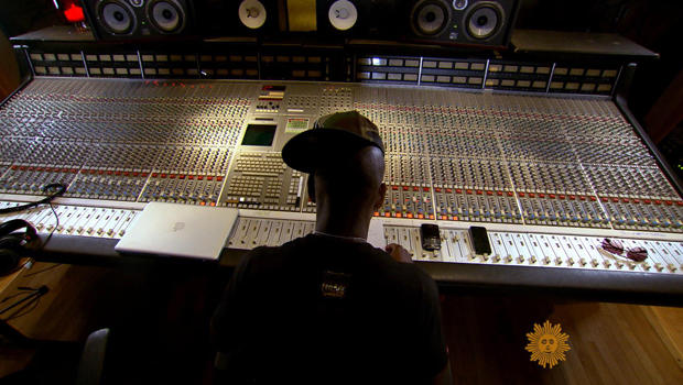 ne-yo-at-mixing-board-620.jpg